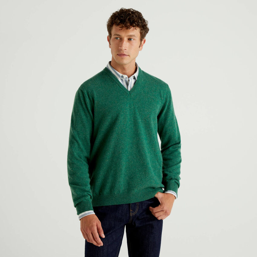 Green V-neck sweater in pure virgin wool