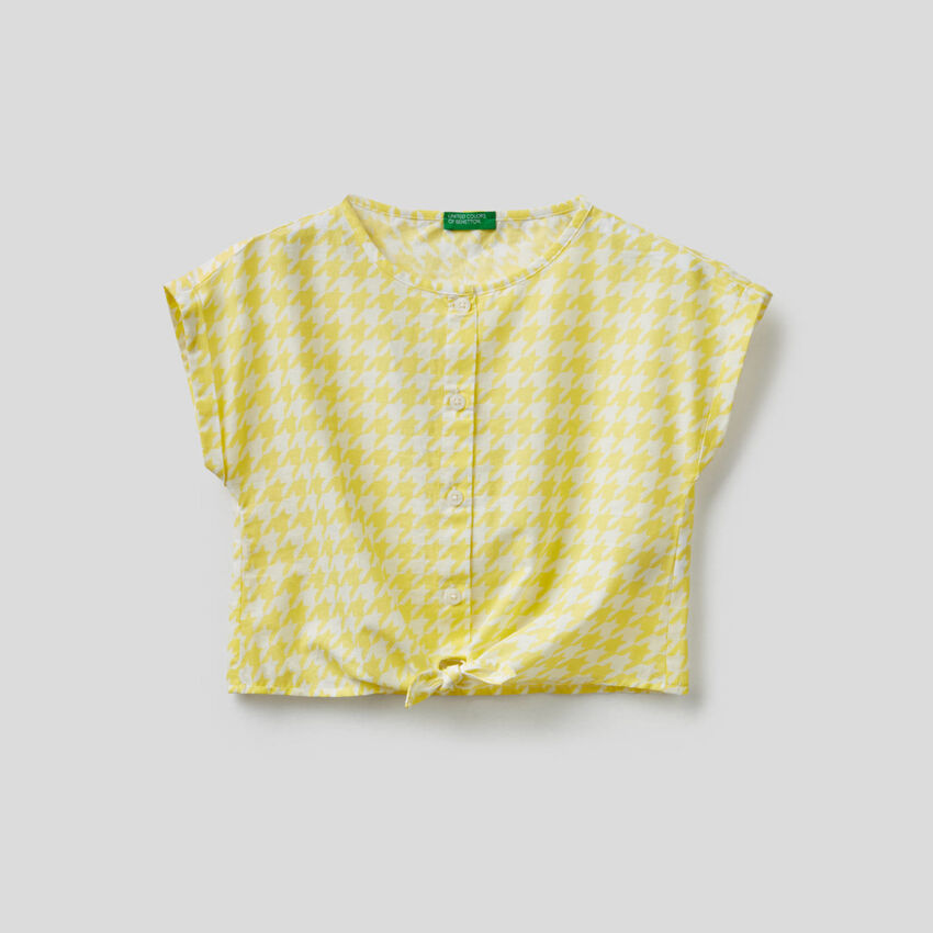 Cropped blouse with knot