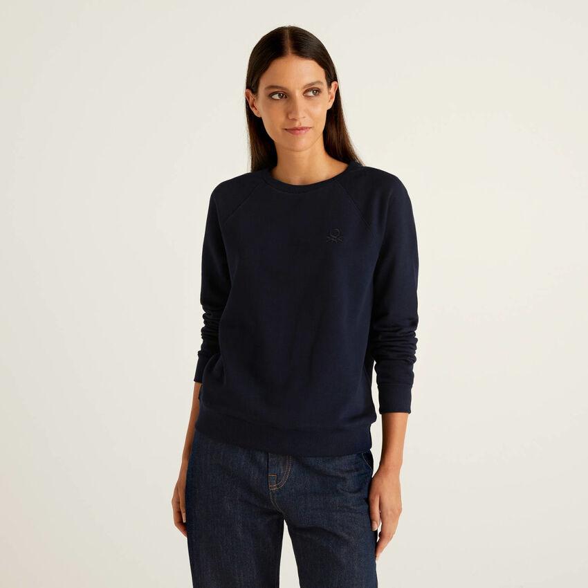 Crew neck sweatshirt with raglan sleeves