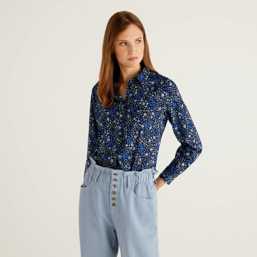 Blue shirt with flowers in 100% cotton