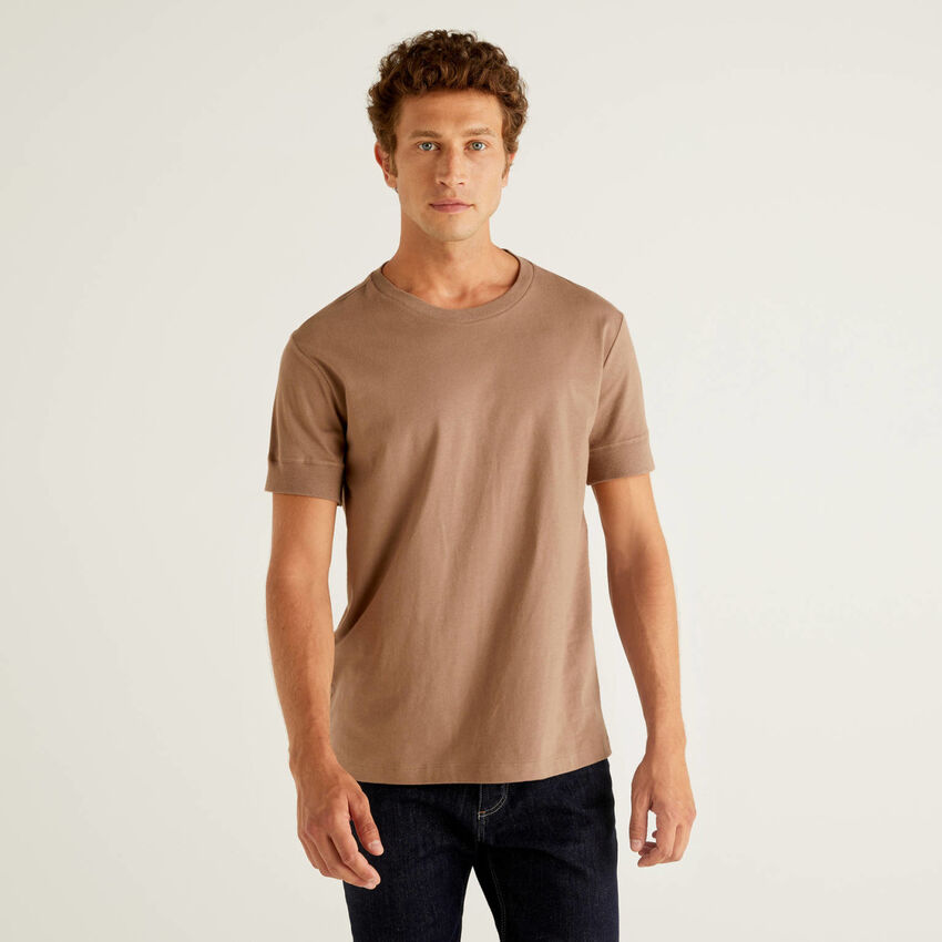 Short sleeve solid color t-shirt