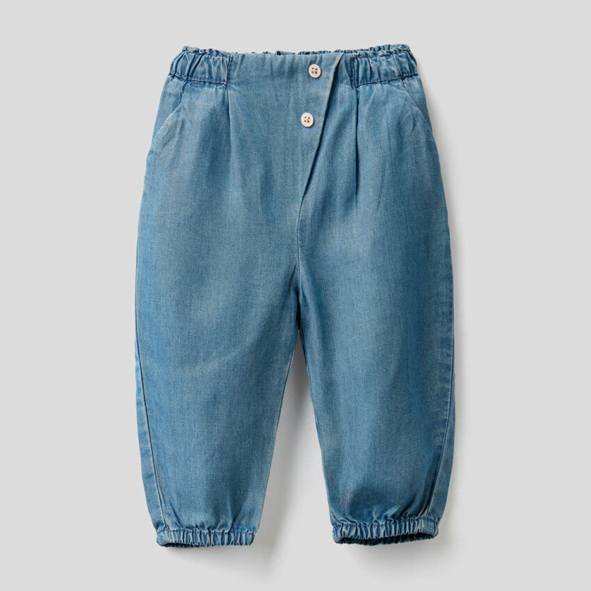 Trousers with gathered waist