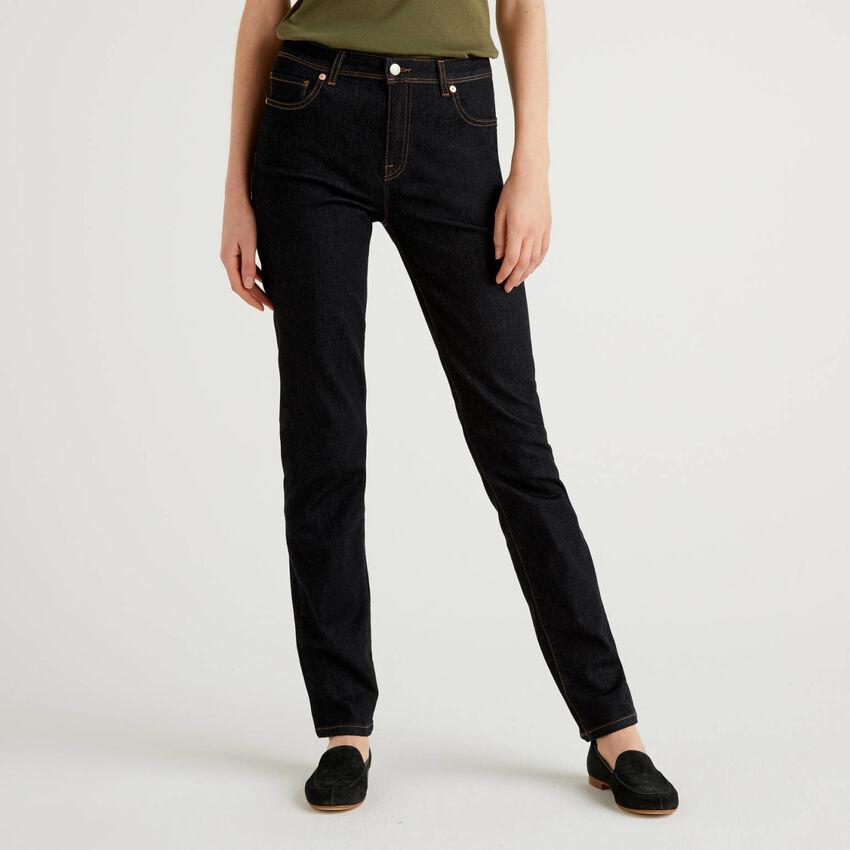 Straight leg jeans in stretch denim