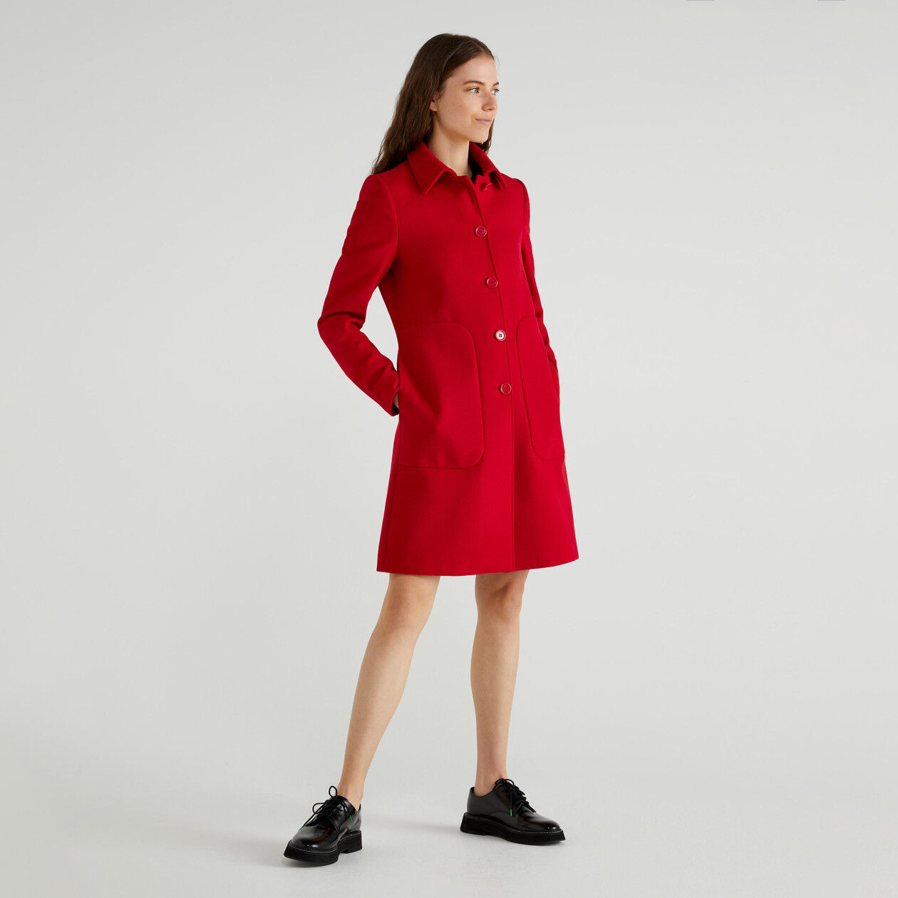 Coat with collar and pockets