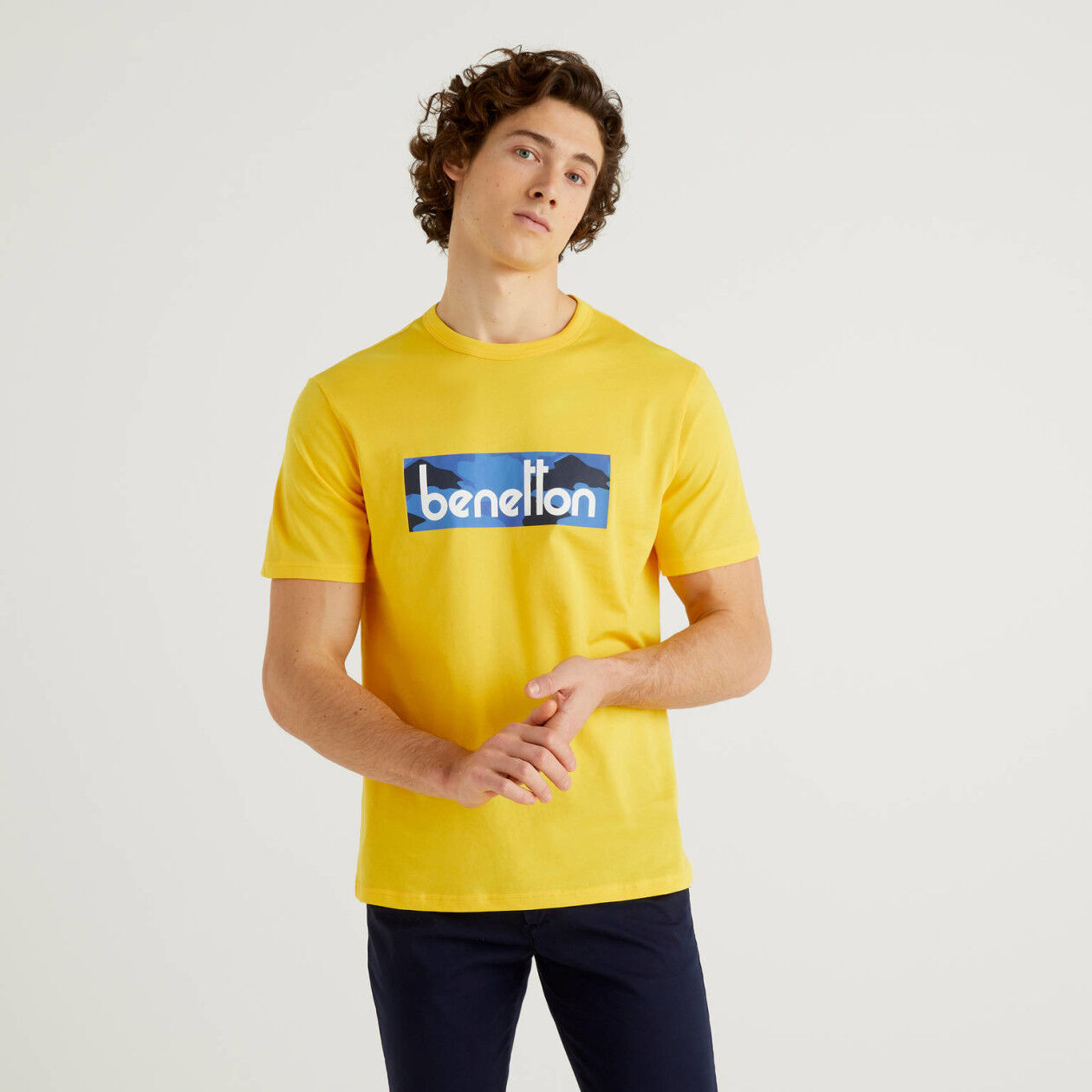 Yellow t-shirt with logo print