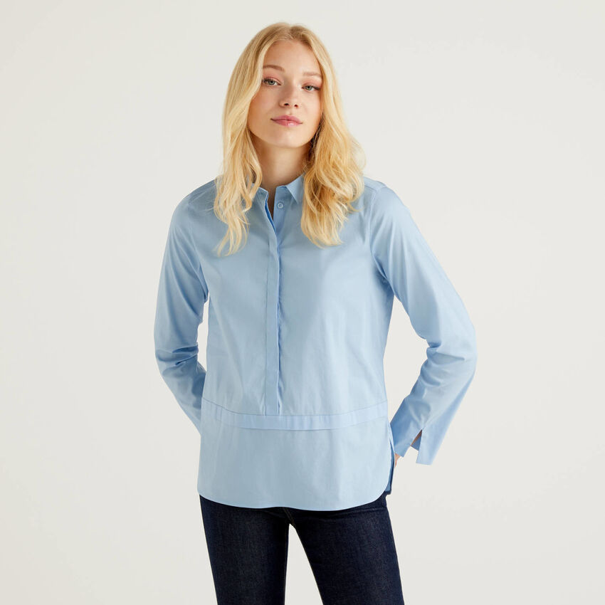 Shirt with collar and slits