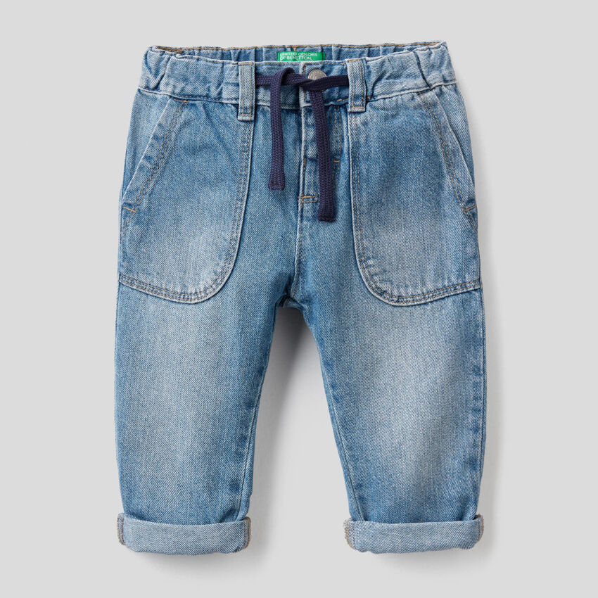Jeans with maxi pockets in 100% cotton