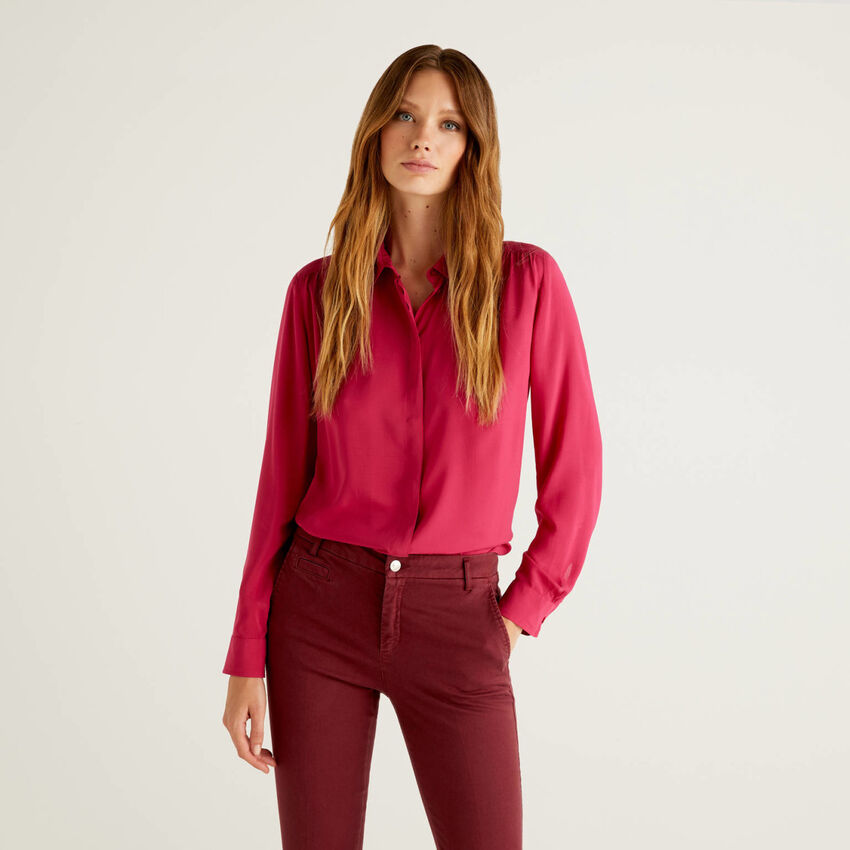 Flowy shirt with rouching