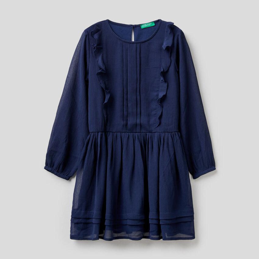 Elegant dress with ruffles