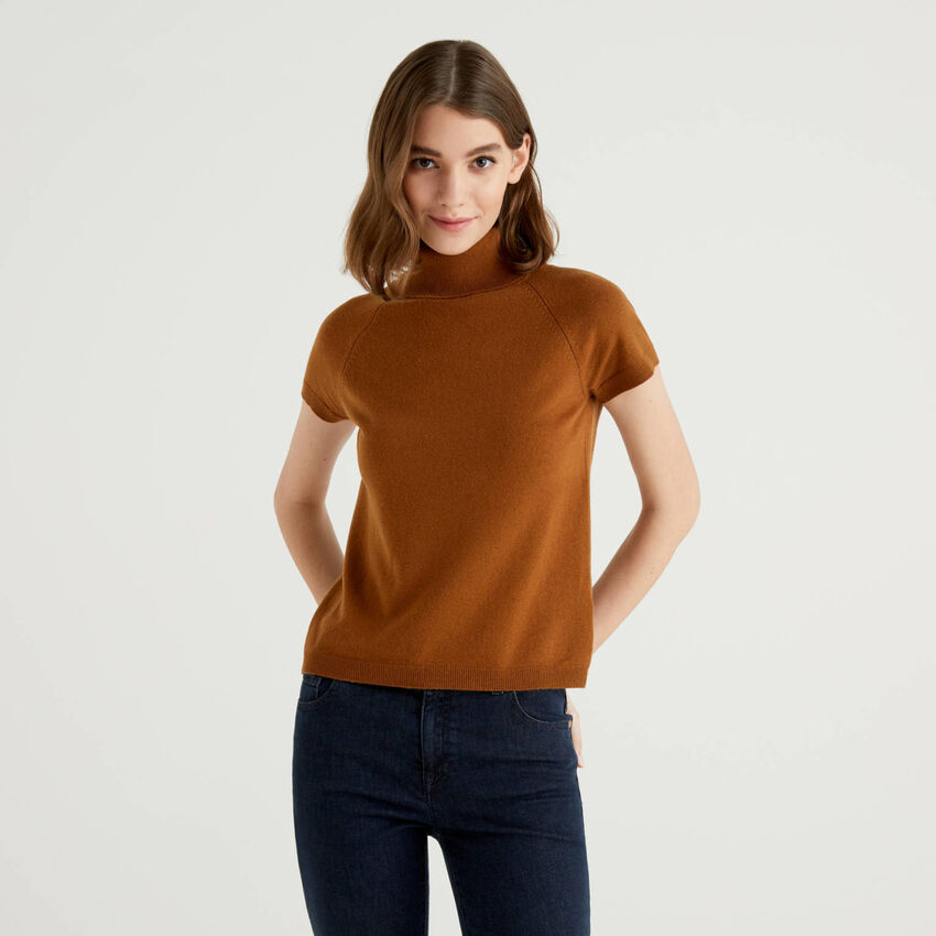 Brown short sleeve turtleneck in cashmere and wool blend