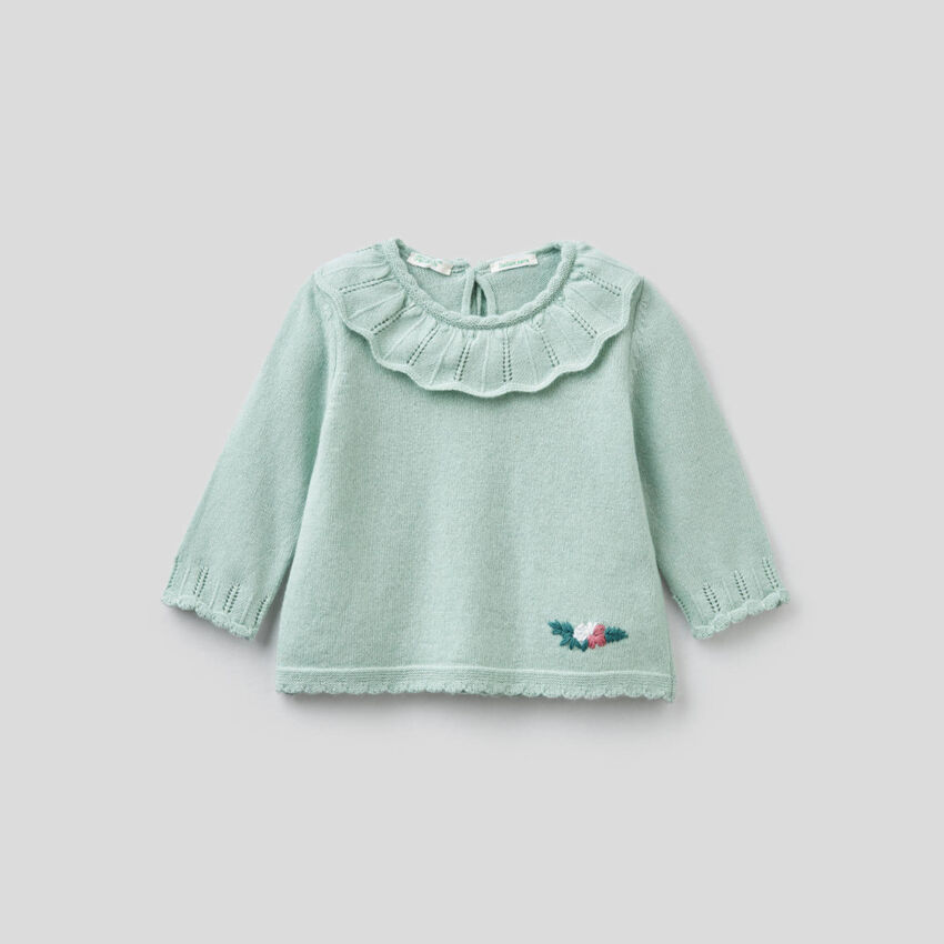 Sweater with round neck