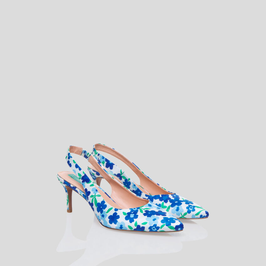 Pumps with allover print