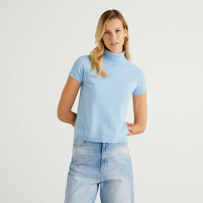 Light blue turtleneck with short sleeves in cashmere and wool blend
