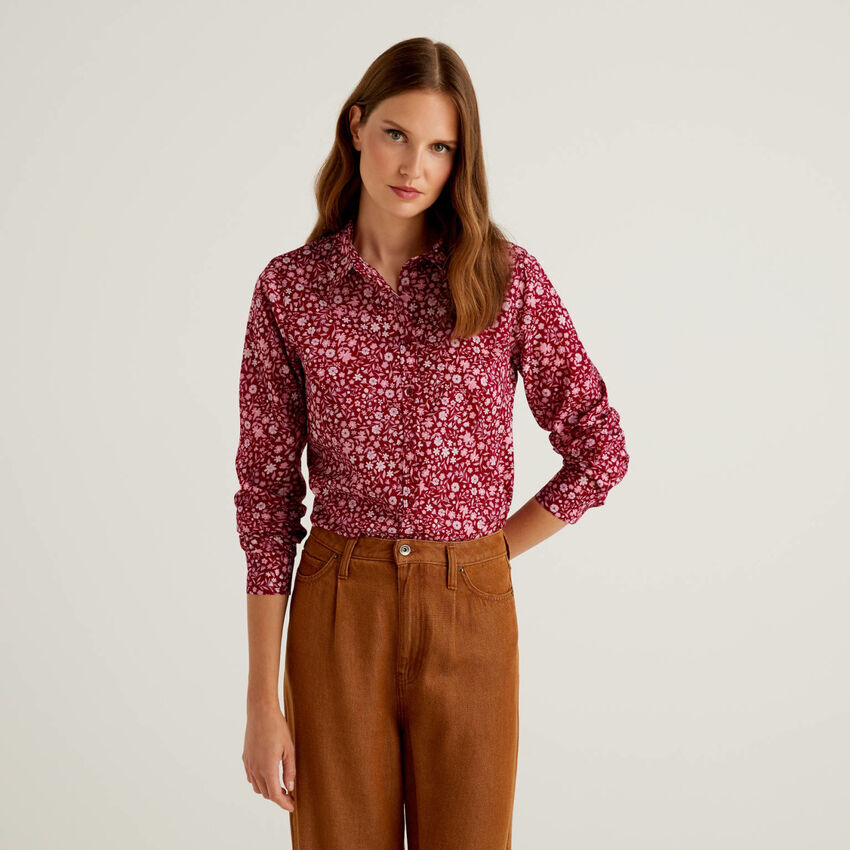 Burgundy shirt with small flowers in 100% cotton