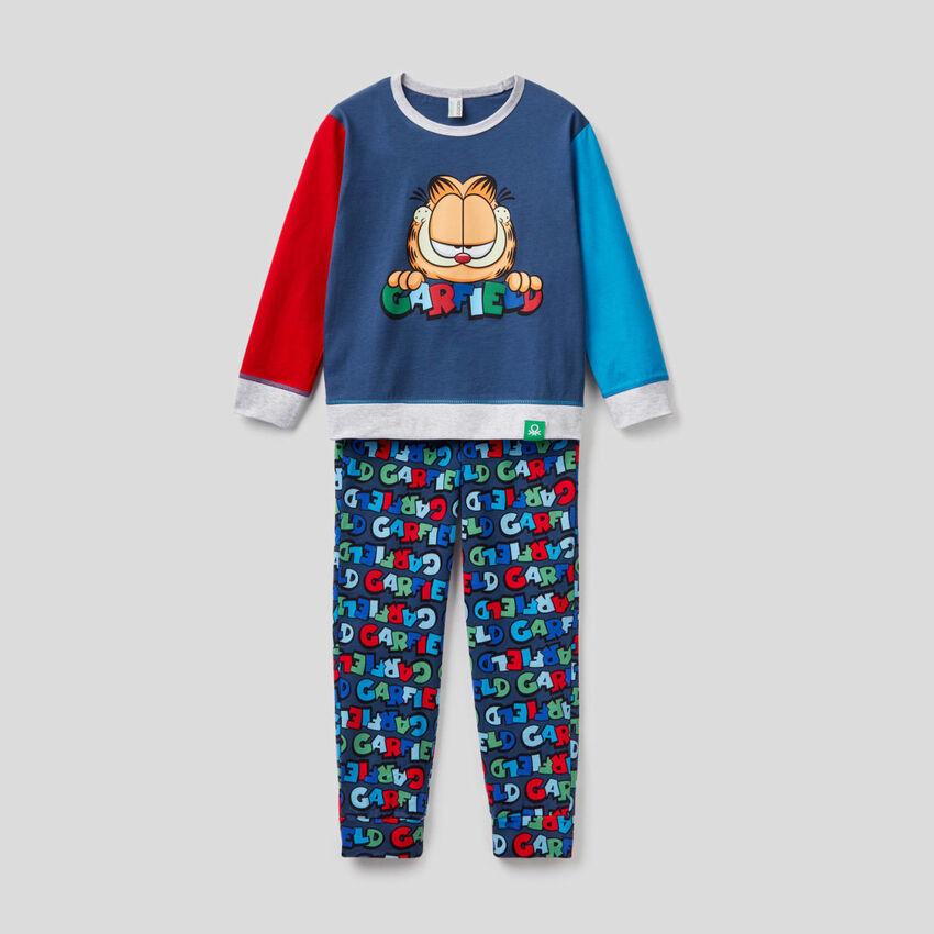 Color block pyjamas with Garfield print