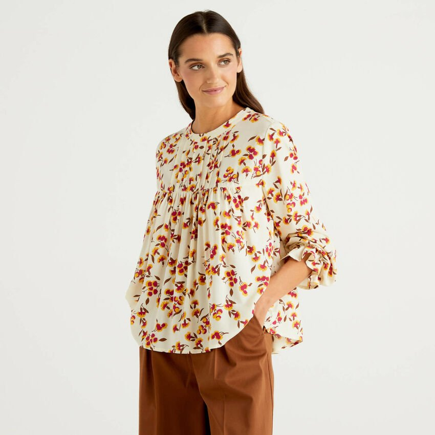 Patterned blouse in sustainable viscose